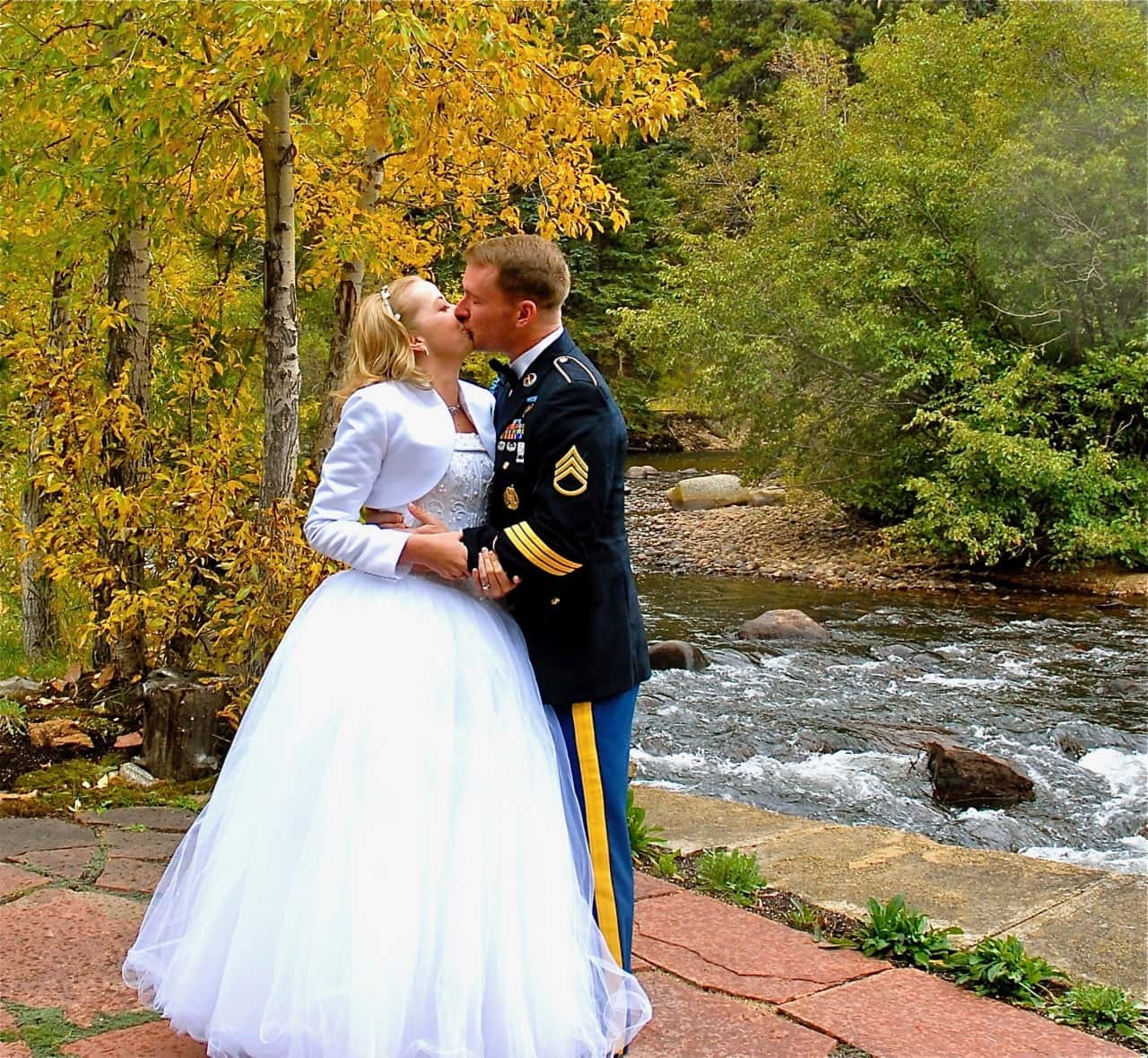 couple kiss by the river